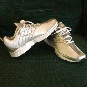 Nike rolling rail shoes women/teens.
